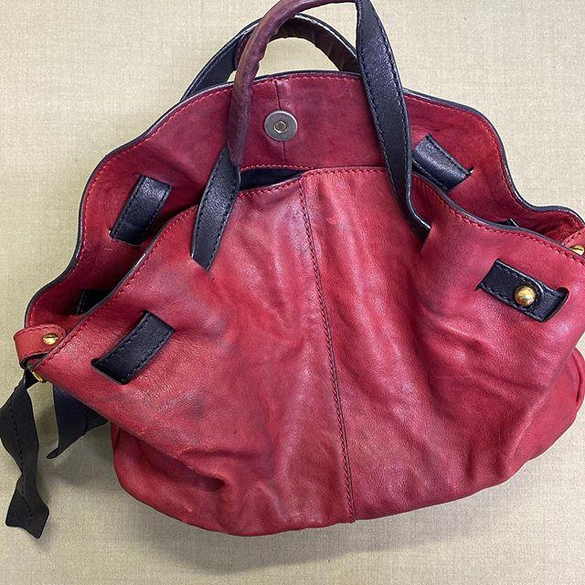 染料仕上げのバッグをご自分で洗われた為、色ムラ、硬化した物のリカバリー。